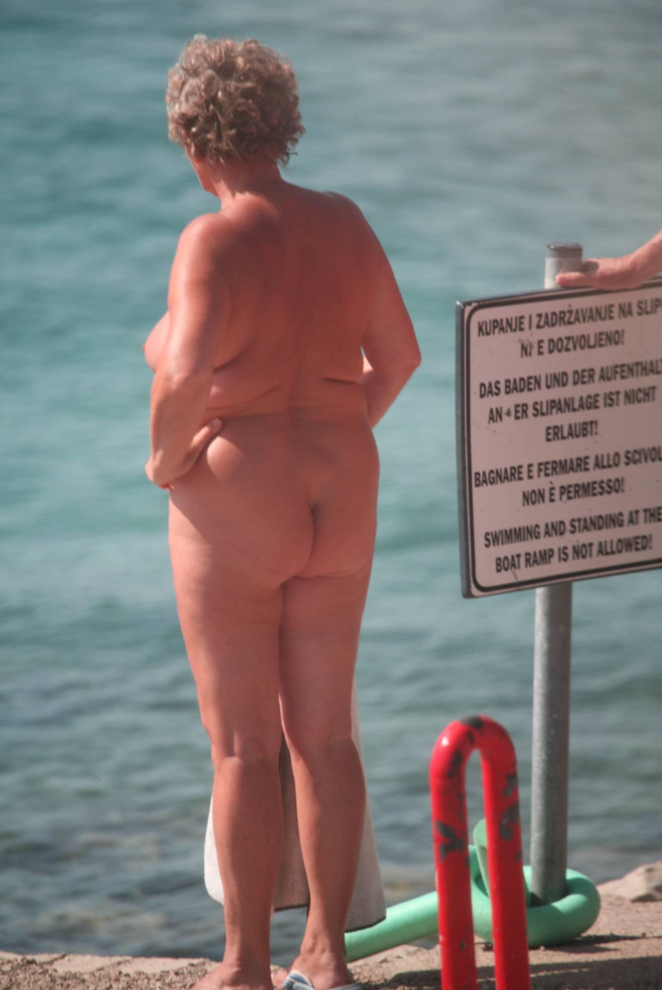 Nudist Pictures Bares FKK Riverside Climb - 2