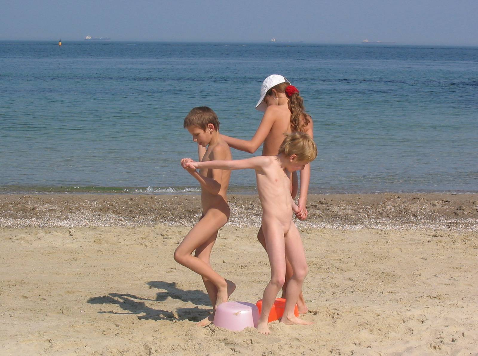 Kids Beach Bucket Games - 1