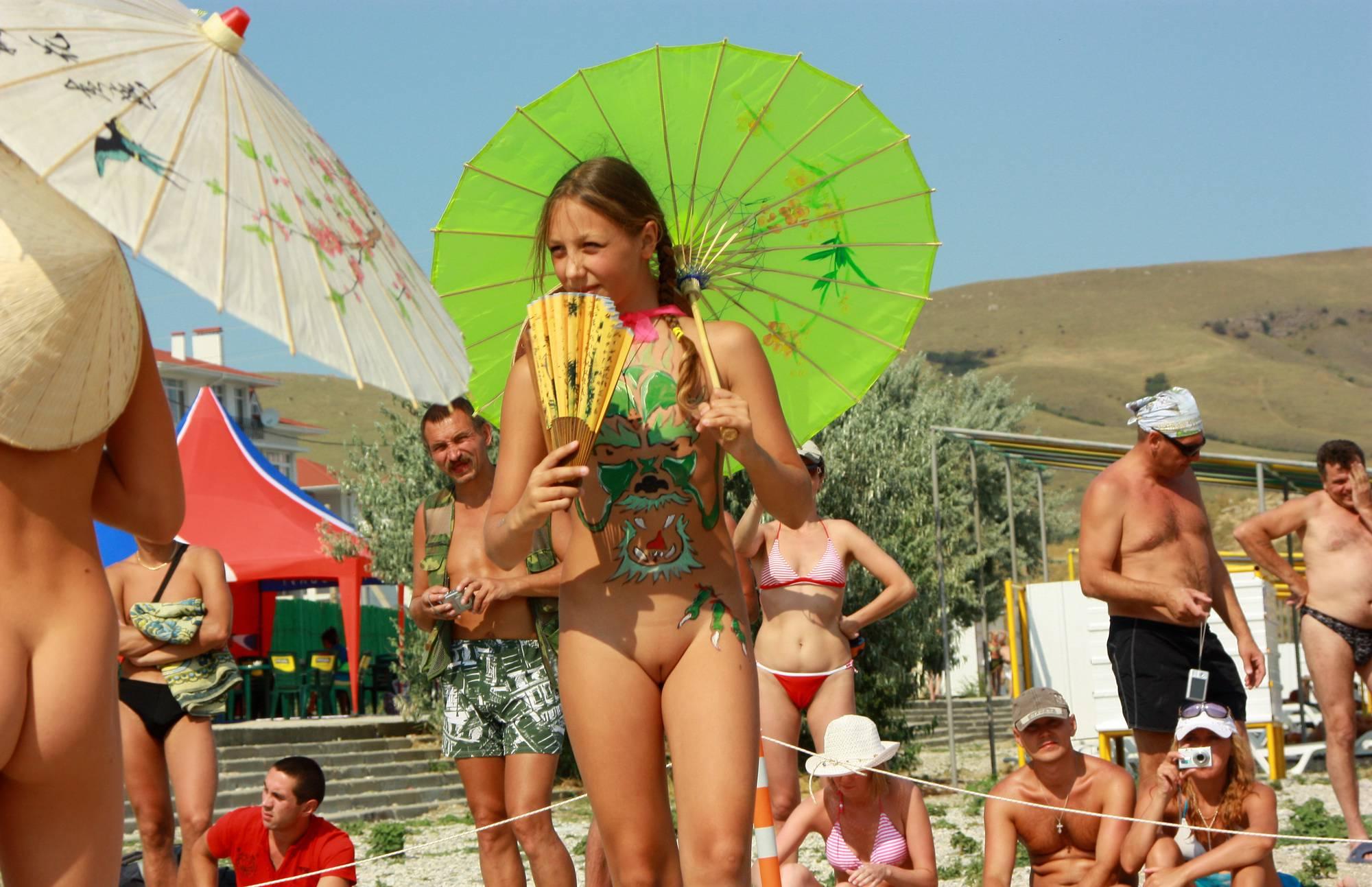 Nudist Gallery Miss Natura Hand Fan Play - 1