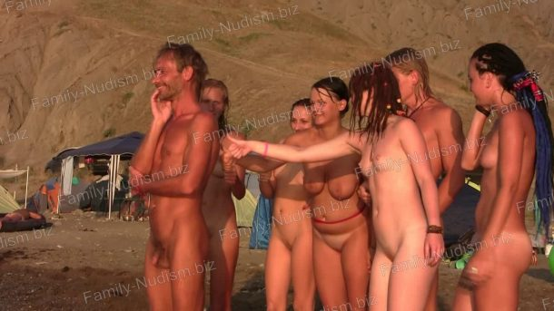 Snapshot Nature-Girls.net - Young Naturists on a Nudist Beach