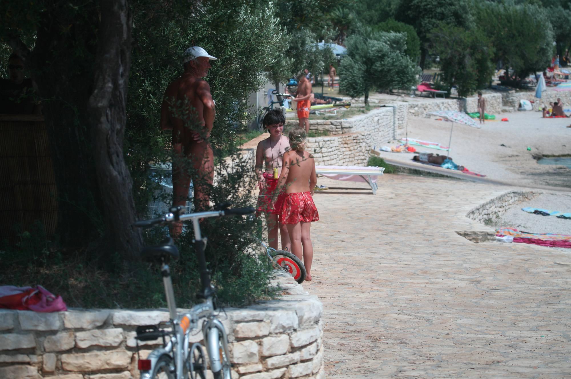 Nudist Pics Naturist Girls Sunscreen - 2