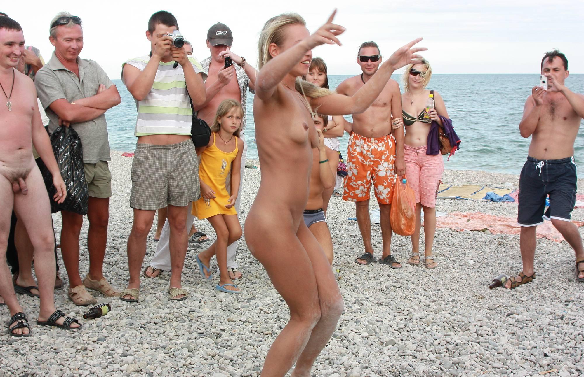 Neptune Blondes Dance - 1