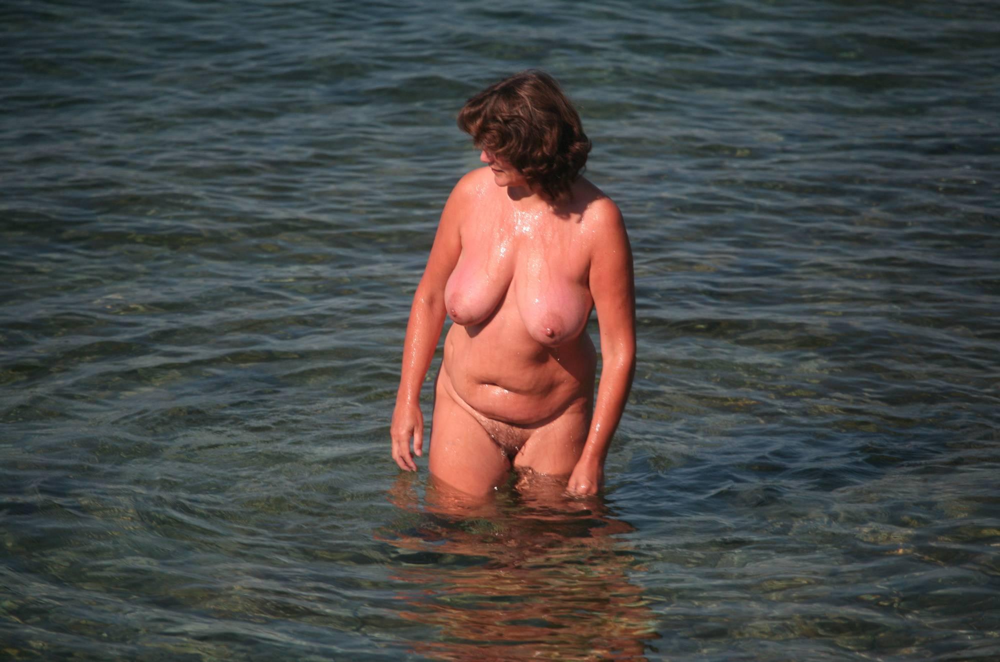 Nudist Gallery Crete Dog-Bathing Woman - 1