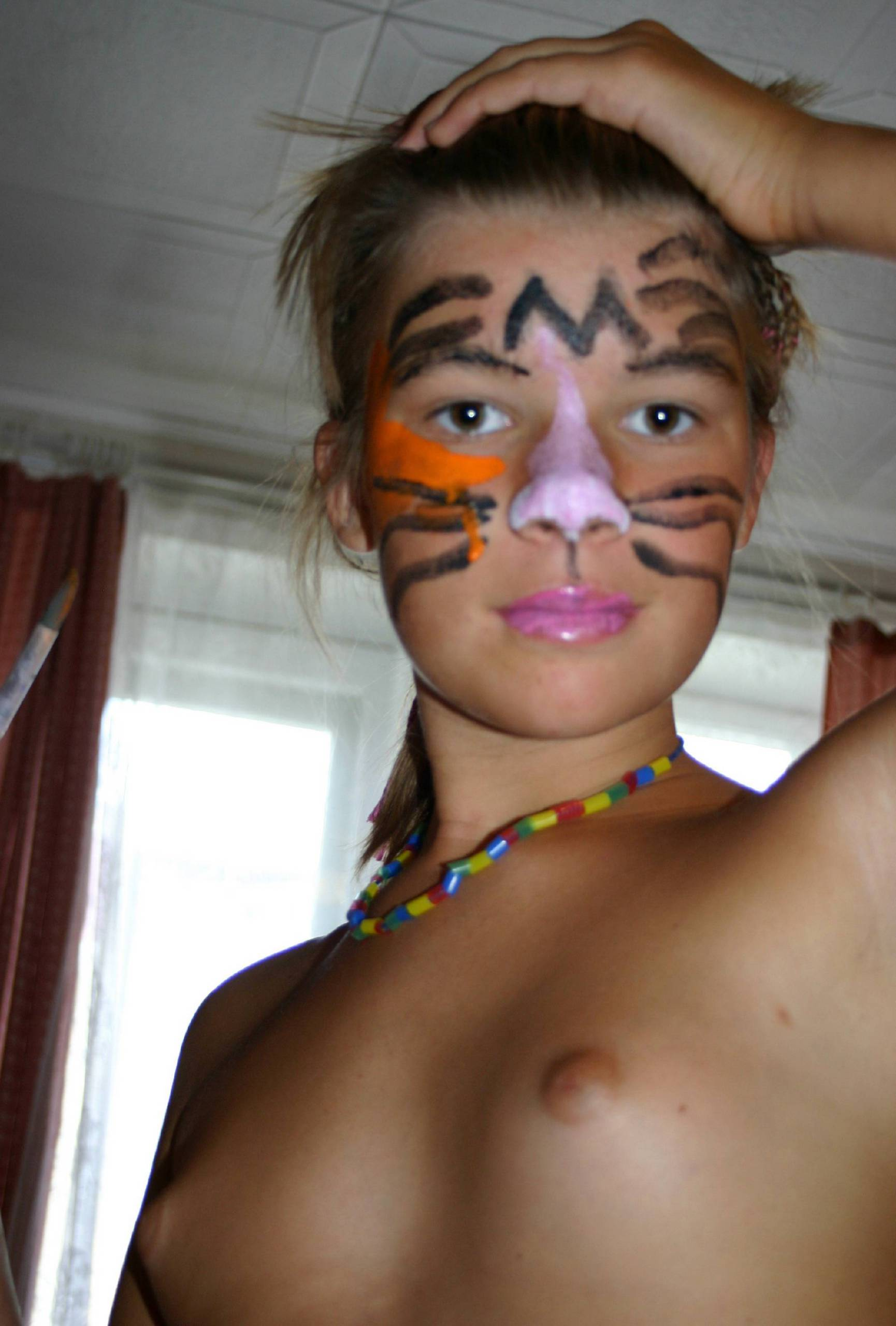 Body Painting Girls Activity - 1